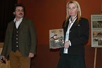 Prezentaci knihy a DVD Cvičiště Benešov - Vstup zakázán doplnila výstava dokumetů Společné osudy o vystěhování Neveklovska a Rakovnicka.
