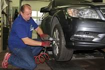 Čas výměny letních pneumatik za zimní se blíží.