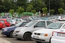Parkování v Benešově není žádný med.