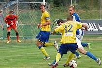 Jan Jícha (v modrém) se stal hlavním hrdinou zápasu Čáslav – Benešov 3:1.
