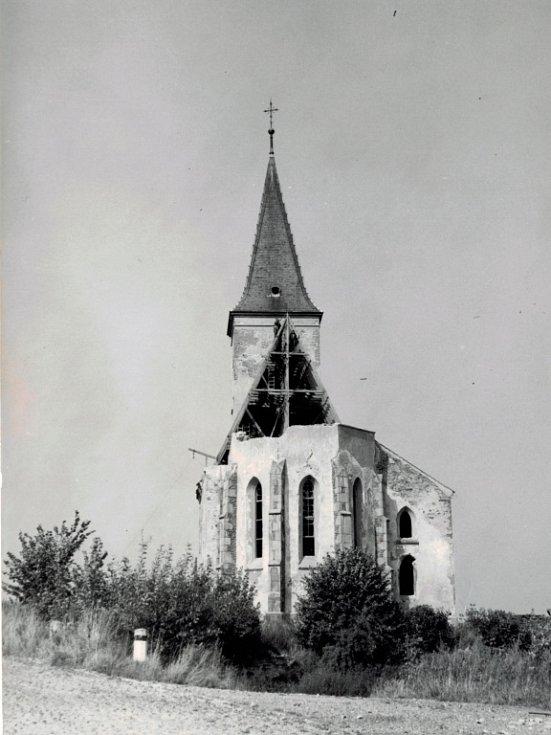 Dolnokralovický kostel sv. Jana Křtitele.