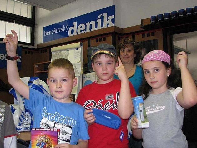 Školáci si z redakce Benešovského deníku odnesli dárky k Velikonocím.