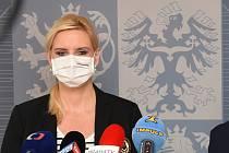 Z tiskové konference po jednání středočeského krizového štábu. Na snímku hejtmanka Petra Pecková.