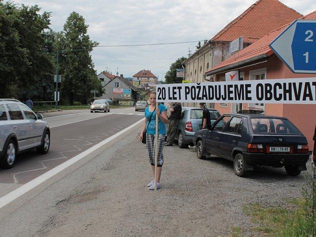 Občané Olbramovic uspořádali 22. června 2013 blokádu hlavní silnice I/3 pro urychlení stavby přeložky.