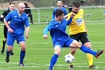 Nespeky (v modrém) doma v derby podlehly Poříčí 0:1.