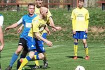 Vojtěch Přitasil (vpředu ve žlutém), benešovský záložník, otevřel skóre s Táborskem.