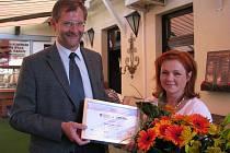 """Ocenění """"Žena regionu 2009"""" vyhrála ze Benešovský region Barbora Čmelíková."""