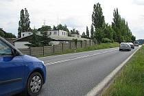 Benešovská ZS má sídlo hned vedle silnice E55.