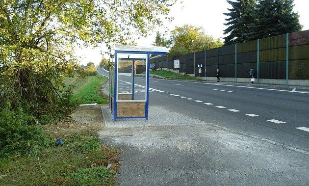 Geneze autobusové zastávky nedaleko benešovské Pavlíkovy ulice.