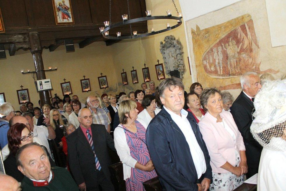 Pietní bohoslužba za Františka Ferdinanda a oslava narozenin Václava Potůčka na Chvojně.