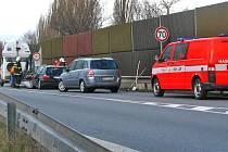 Při srážce dvou osobních vozů na silnici I/3 u odbočky na Konopiště byli zranění dva spolujedoucí v BMV.