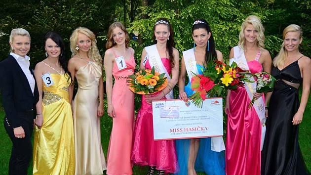 Finalistky Miss hasiška Středočeského kraje 2013 s Ivetou Kuklovou (vlevo) a Ivou Šímovou - Zradičkovou.