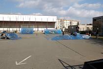 Tohle byl skatepark u MŠ v benešovské Dukelské ulici. Teď tam stojí nová MŠ a ze zbytku placu bude dopravní hřiště.