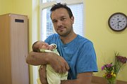 Terezka Kostková se narodila 20. července ve14.35 s 3580 gramy a 52 centimetry. Její rodiče, Pavla Hrušková a Filip Kostka z Pozova, představí Terezku její sestřičce Zuzaně (9).