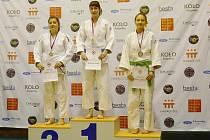 Bára Křížková, benešovská judistka (na stupních vítězů první zprava), skončila třetí na Mistrovství republiky v Jičíně.