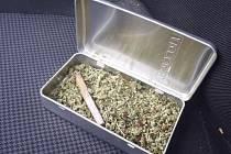 Za drogy ve škole byli studenti potrestáni.