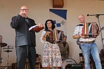 Ze setkání heligonkářů, harmonikářů, klarinetistů a jiných muzikantů v Petrovicích u Miličína.