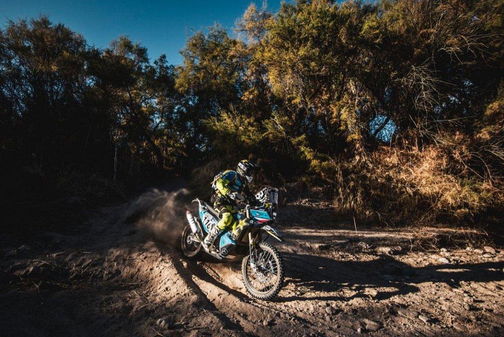 Motocyklista LIBOR PODMOL (36) v Saudské Arábii na extra výsledek nemyslí, ale rád by se předl