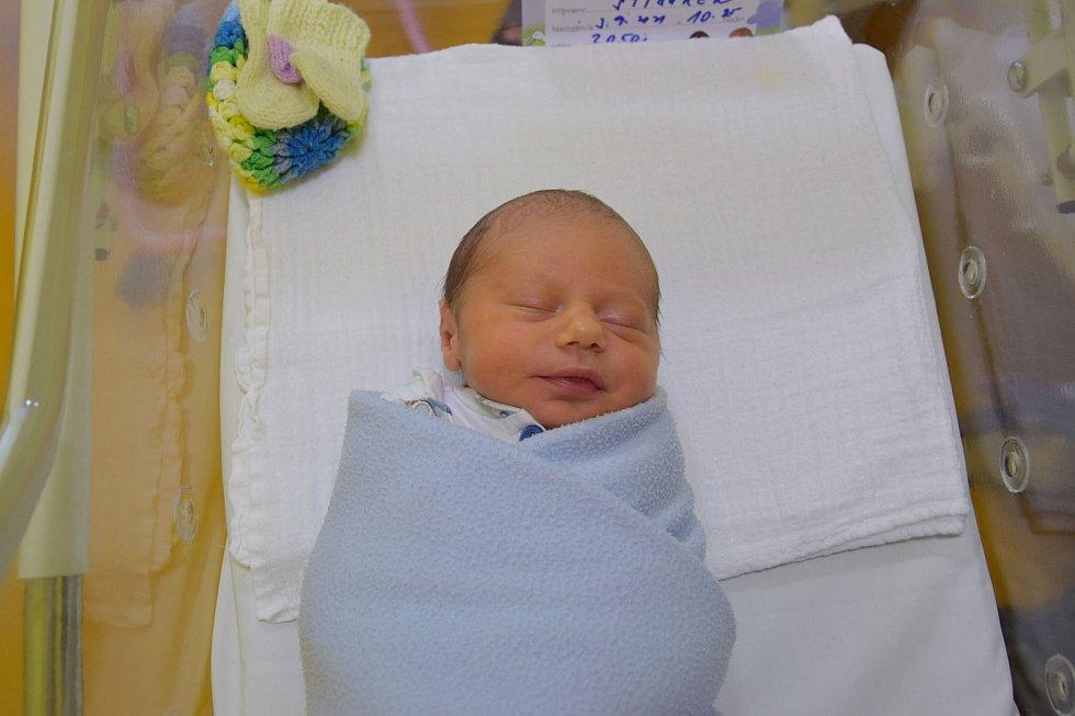 Adam Stibůrek se Denise Mamulové a Jiřímu Stibůrkovi narodil v benešovské nemocnici 3. září 2021 v 10.25 hodin, vážil 3050 gramů. Bydlištěm rodiny jsou Přestavlky u Čerčan.