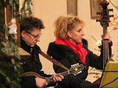 Tříkrálový koncert skupiny Pražec ve vysokoújezdském kostele.