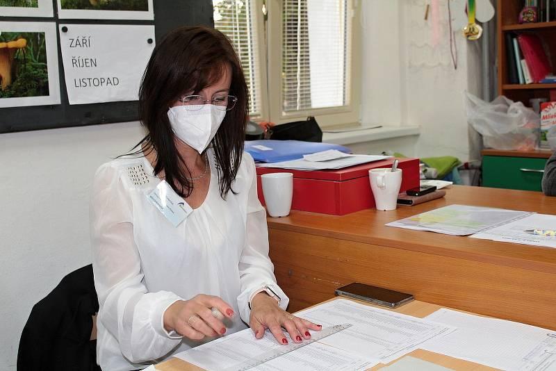 Parlamentní volby v Benešově. Volební okrsek číslo 19.