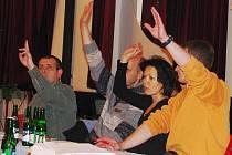 V takovém složení už zastupitelé Benešova hlasovat nebudou. Ze čtyř zastupitelů na snímku znovu kandidují jen dva.