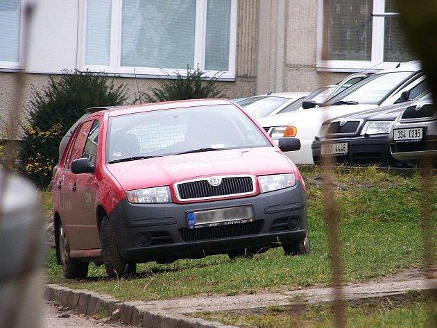 Parking na vlašimském sídlišti.