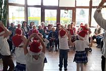 Děti z mateřinky potěšily seniory z Domova s pečovatelskou službou v Divišově.