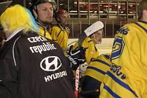 První zápas čtvrtfinále krajské hokejové ligy Benešov - Černošice 3:4.