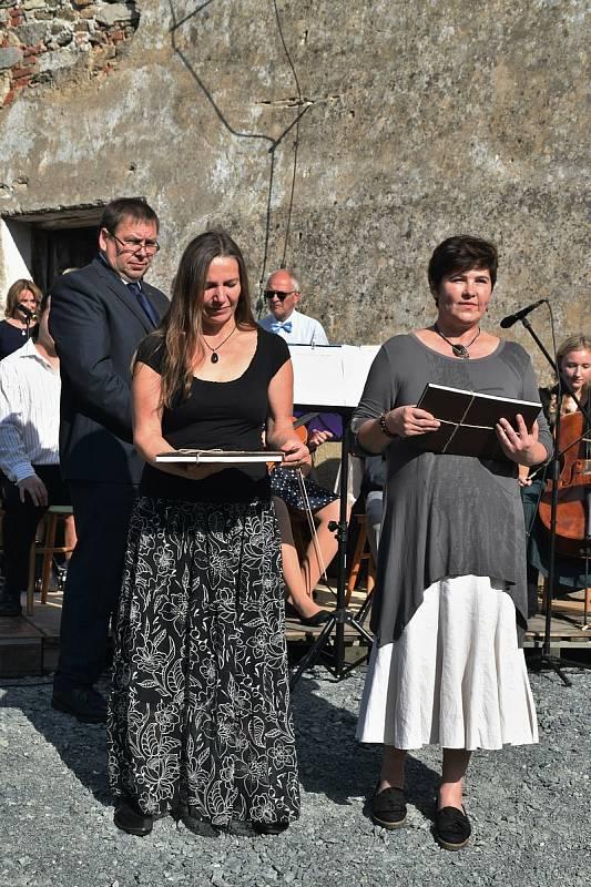 Ukončení sezony na špýcharu v Nesperách koncertem Podblanického smíšeného sboru.