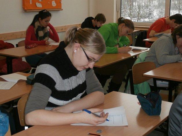 Žáci základních škol a gymnázií si dali dostaveníčko v Střední odborné škole Benešov na okresním kole tradiční olympiády v českém jazyce.