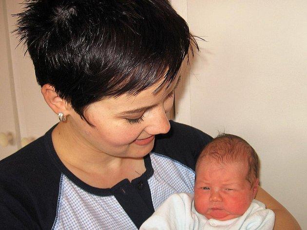 Adélka Lukášková z Životic se narodila 25. května s porodní váhou 2,94 kg a mírou 48 cm. Štastní rodiče Lenka a Zdeněk se už teď nemohou dočkat až svou druhorozenou dcerku představí její sestřičce Lucince a všem příbuzným a známým.