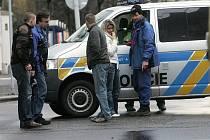 Policie hledá svědky dubnové autonehody, kdy auto srazilo na přechodu pro chodce mladého muže.