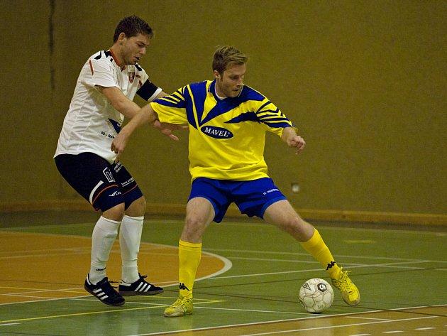 Arsenalu Benešov nepomohl k výhře ani nad Kadaní ani Dan Lukáč (ve žlutém).