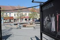 Výstava na Masarykově náměstí v Benešově mapuje ochotnickou scénu Benešova.