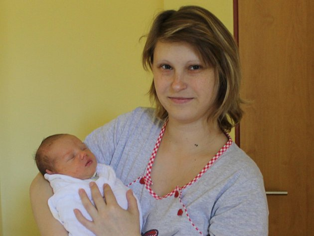 Slavnostním dnem pro Annu a Marka Říhovy z Třemblat u Ondřejova je 16. únor. V 7.35 se jim narodil prvorozený syn Jakub. Při příchodu na tento svět vážil 2,96 kilogramu a měřil 47 centimetrů.