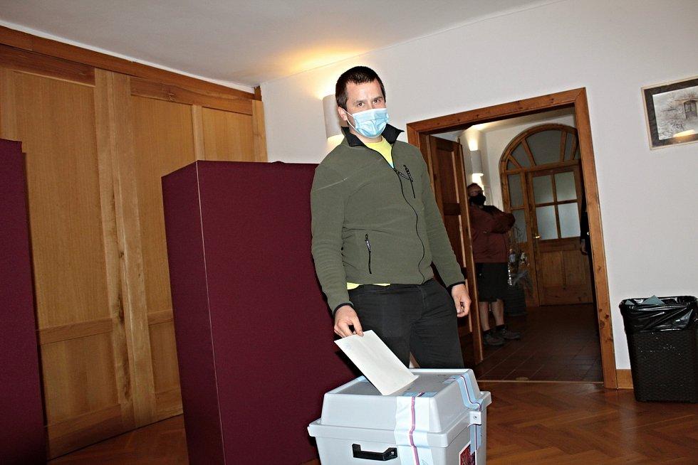 Volby do krajského zastupitelstva v Poříčí nad Sázavou.