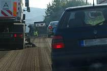Semafory řídící kyvadlově dopravu jsou v Křešicích na návsi a v Olbramovicích u železničního mostu. Čekání 10 až 15 minut.