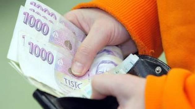 Ilustrační foto: Příští rok vyndáme z peněženek více peněz nejen na poplatky