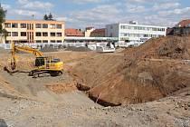 Budování dopravního terminálu v polovině července 2019.