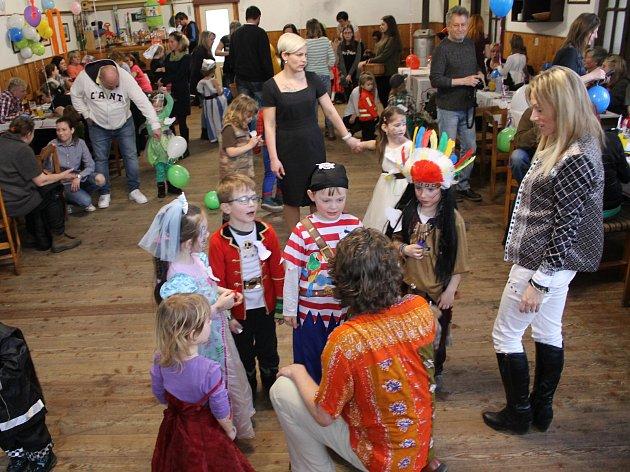 Princezny, piráti i superhrdinové se bavili při ratměřickém karnevalu.
