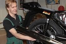 Jawa Moto se proměňuje, připravuje výrobu litrové motorky.
