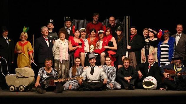 Divadelní soubor Jiřího Voskovce uvede své představení při závěrečném programu festivalu.