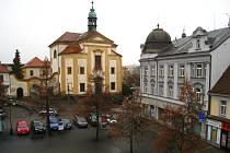 Kostel sv. Anny na Masarykově náměstí v Benešově.