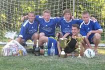 Vítěz turnaje – Sagvani. Horní řada zleva: Petr Šindelář, Petr Fišer, Jan Křemen a Jan Bechyně. Dole leží Tomáš Rosenvald.