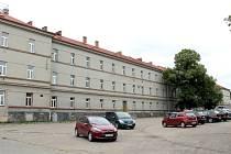 Hlavní budova Táborských kasáren nemá využití a hrozí jí demolice.