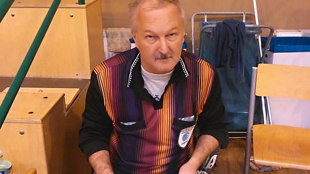Jiří Chaloupka, předseda okresního futsalu a zároveň rozhodčí.