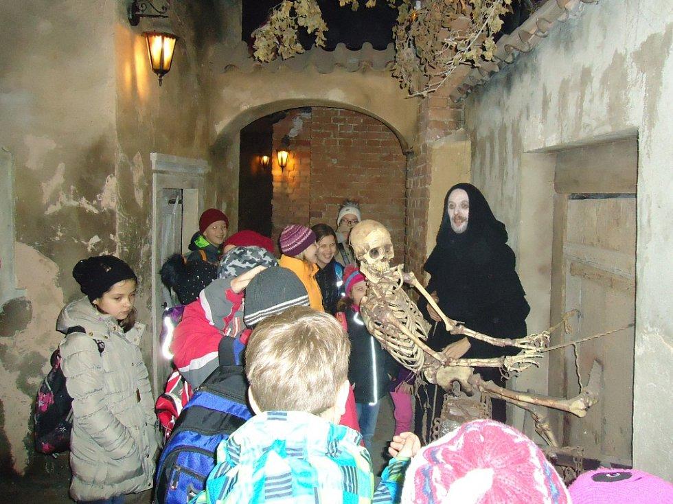 Prahou provedlo děti opravdové strašidlo.