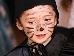 Děti si užívaly maškarní diskotéku v Louňovicích pod Blaníkem.