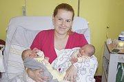 Dvojčata Adámek a Ondrášek Novotní se narodili 30. května. Adámek v 8.54 s váhou 2830 g a mírou 49 cm, o 2 minuty později v8.56 Ondrášek sváhou 2620 g a mírou 47 cm. Markéta a Marek Novotní z Benešova, už se těší, až chlapečky seznámí s Marečkem (3).